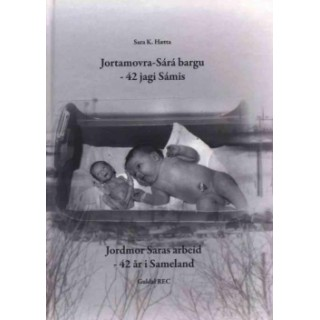 Jortamovra-Sárá bargu - 42 jagi Sámis / Jordmor Saras arbeid - 42 år i Sameland